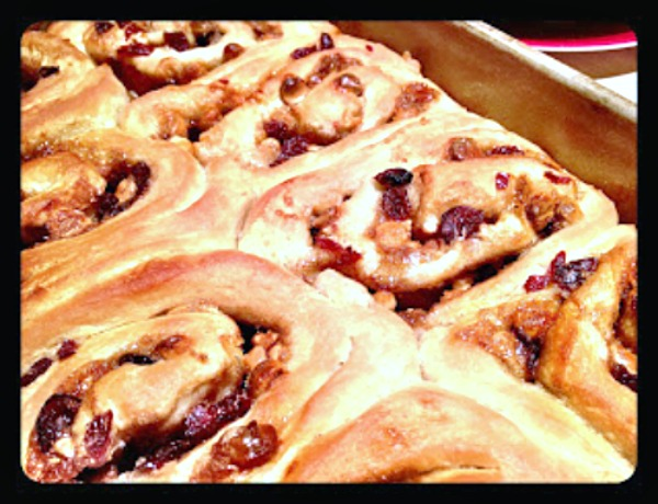 This recipe for cranberry white chocolate cinnamon rolls is perfect for breakfast, brunch, or holiday gatherings. The dough rises overnight, saving you time. They bake up easily in 35 minutes. | Recipe on basilmomma.com