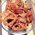 Sweet and Spicy Nut Snack Mix - Homemade food gifts like this are great holiday gifts!