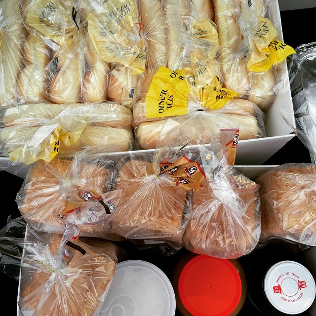 Ever wonder what it's like to feed a bunch of hungry swimmers? 55 to be exact! Baked ham n cheese sandwiches, baked oatmeal, fruit and yogurt toppings and a PB&J for the road. Anyone want to volunteer to help? ?#swimmers #hungry #swimmom