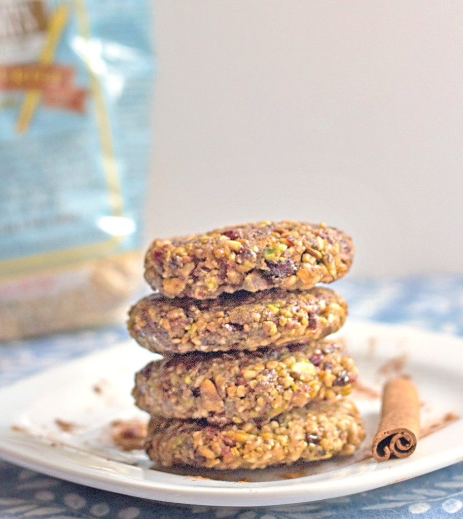 Healthy No Bake Snacks like these Pistachio Oat Cookies from @itsyummi are delicious for breakfast, in a lunch box, or as an after school snack.