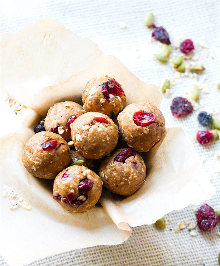 Healthy No Bake Snacks like these Gluten Free Muesli Bites from @cottercrunch are packed with flavor AND health benefits.