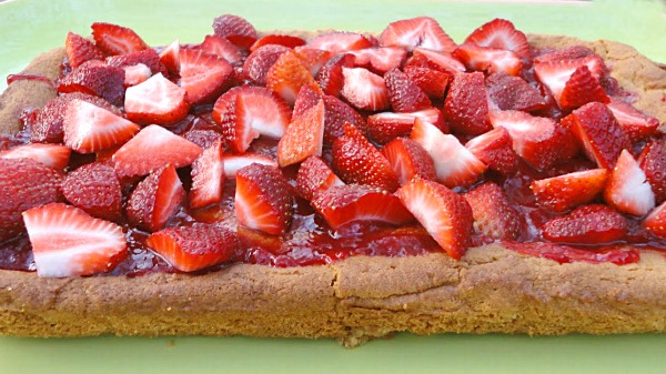 Peanut Butter Bars with Fresh Strawberries - A great dessert or after school snack! Get the recipe on basilmomma.com