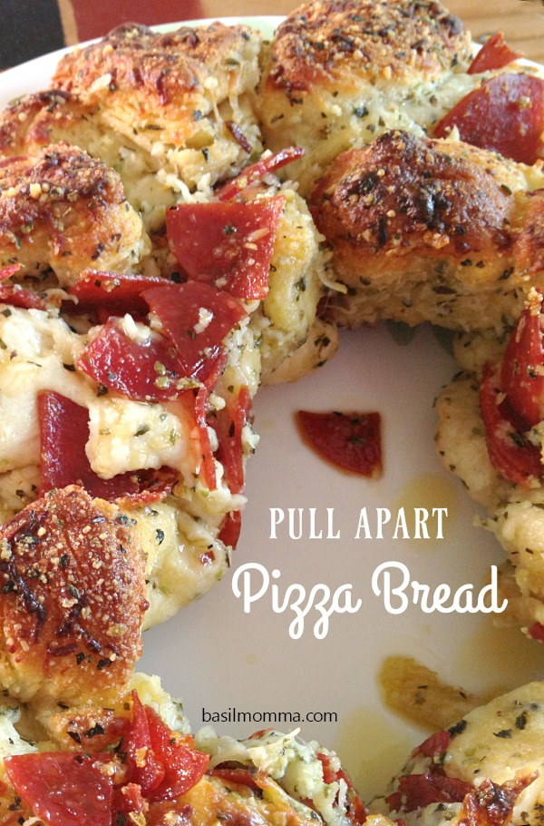 Pull apart pizza bread is a quick and easy pull apart bread recipe from the Gooseberry Patch cookbook, Garfield...Recipes with Catitude. Get the recipe on basilmomma.com