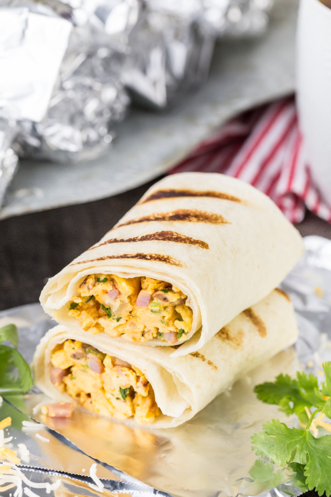 Make-ahead breakfast recipes: Southwest Style Breakfast Burritos from @beckygallhardin (The Cookie Rookie)