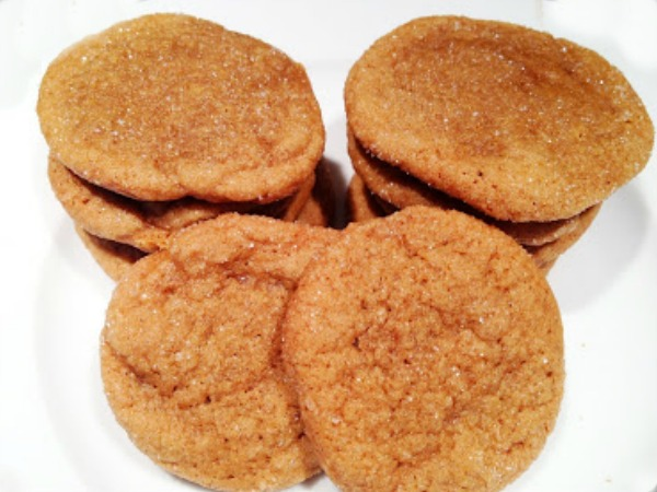 Molasses cookies - Chewy and soft, these are the perfect holiday cookies! Get the recipe from basilmomma.com