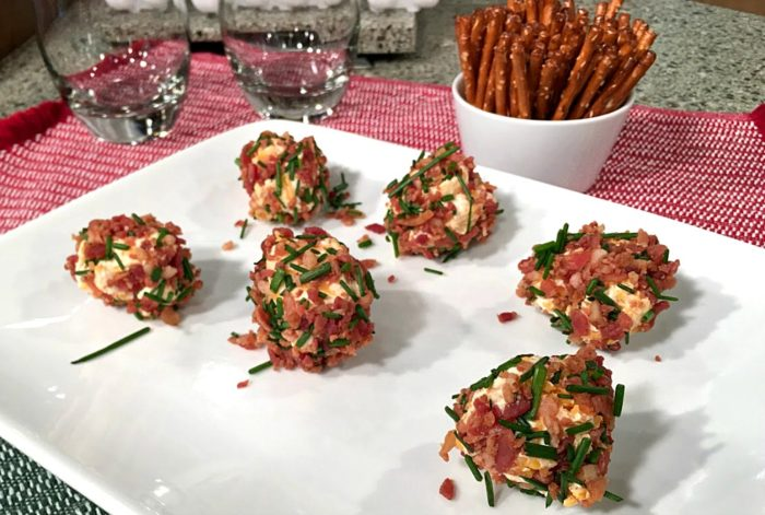 Bacon cheddar cheese ball bites are easy holiday appetizers or game day snacks. Tiny balls of cheddar and cream cheese, rolled in crisp bacon and chives. | Recipe on basilmomma.com