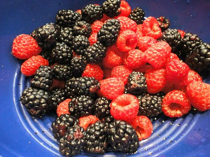 Fresh blackberries and raspberries